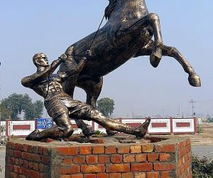 Horse with Man Fiberglass animals statues sculptures monuments karachi pakistan